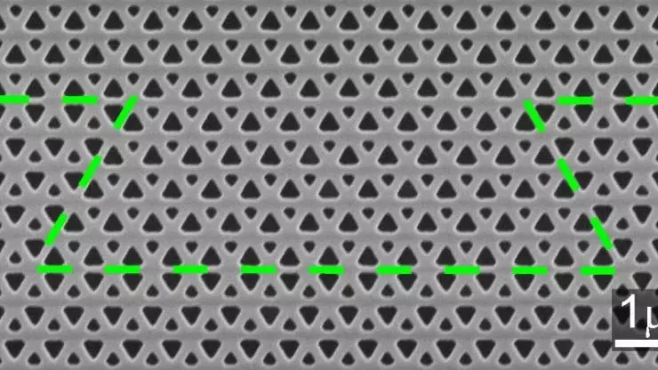 The central part of the new photonic crystal topological insulator waveguide, with the path of a photon's path highlighted in green