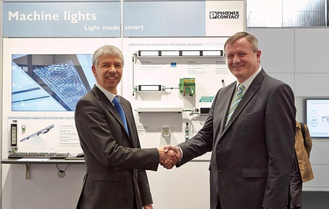 Presentation of the LED machine lights at Hannover Messe 2013
