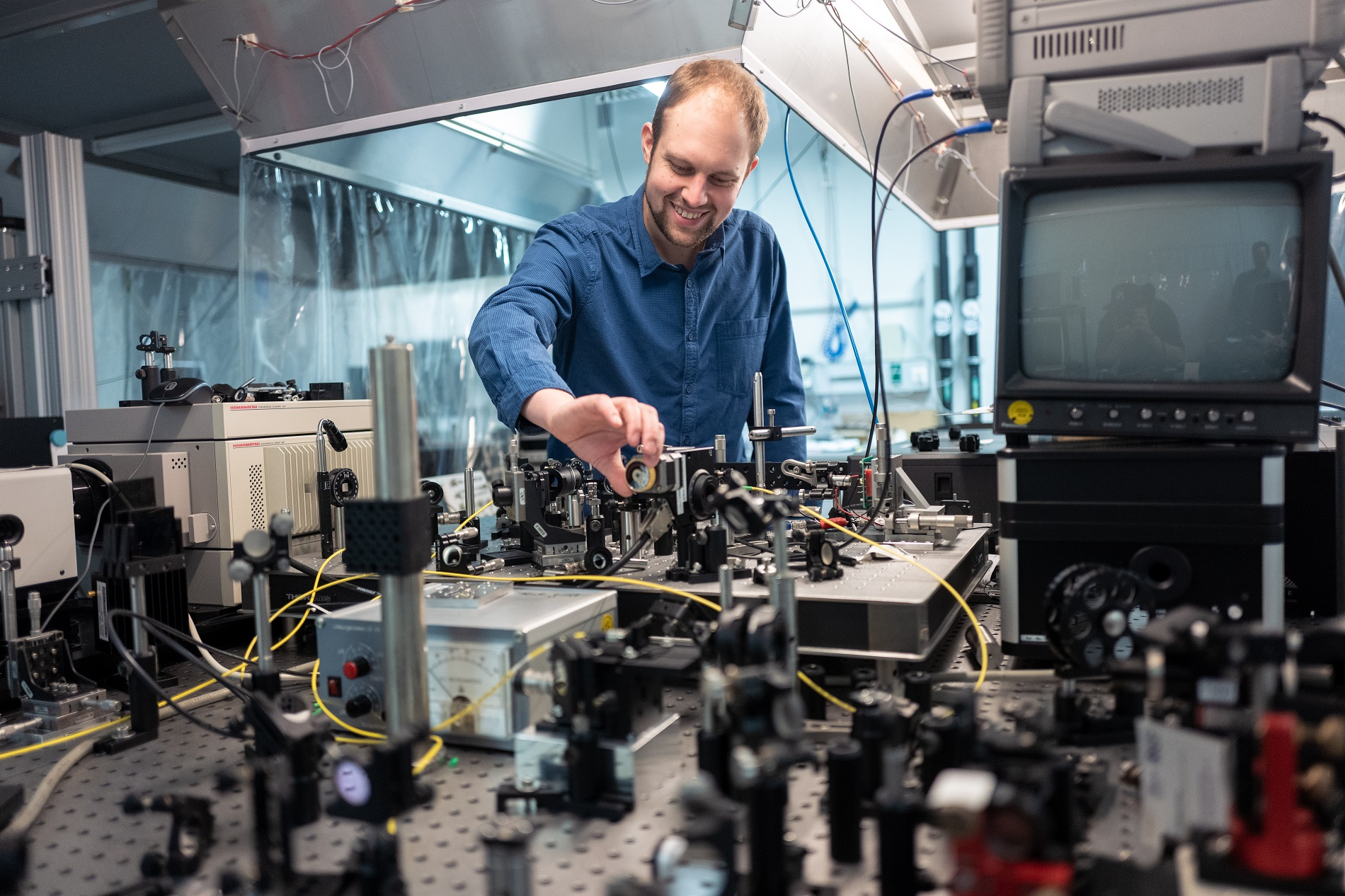 Markus Lindemann is working on the development of ultrafast spin lasers as part of his doctoral thesis.