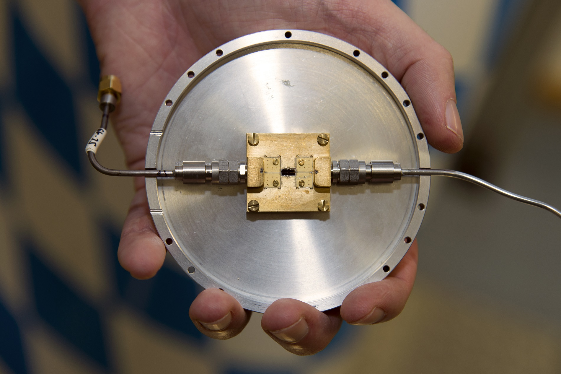 Quantum circuit, developed at the Walther-Meissner-Institut, which can be used to produce restricted microwave states