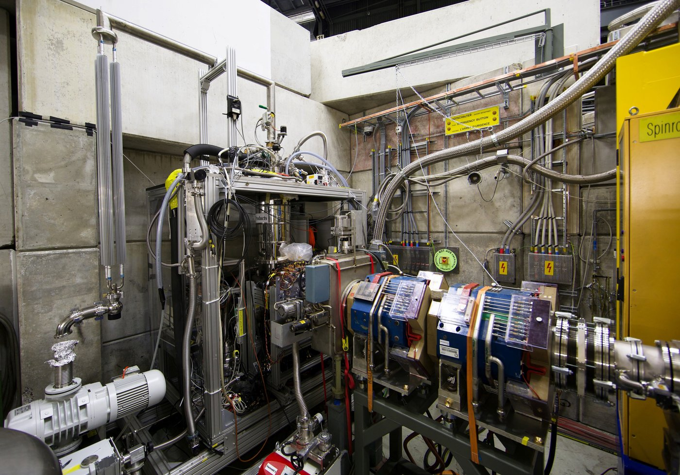 Experimental apparatus used to produce and detect pionic helium atoms