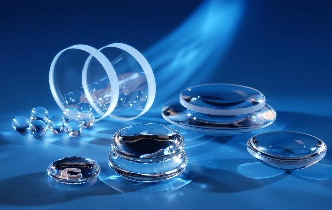 Optical Glass: Material base for crystal clear focusing.