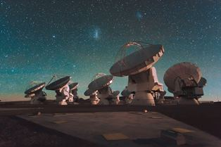 Antennae of the ALMA telescope in Chile/ESO/C. Malin