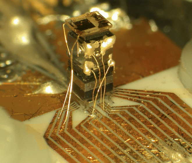 The original NIST chip-scale atomic clock in 2004.