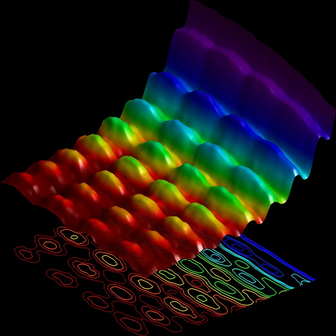 Light simultaneously showing spatial interference and energy quantization