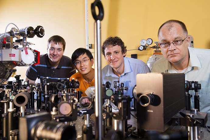 Study points way toward filming molecule-light interactions