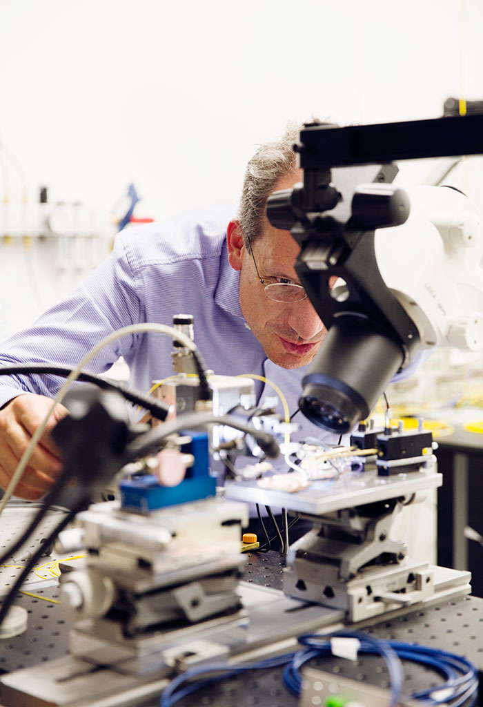 Professor Franko Küppers in the optical laboratory