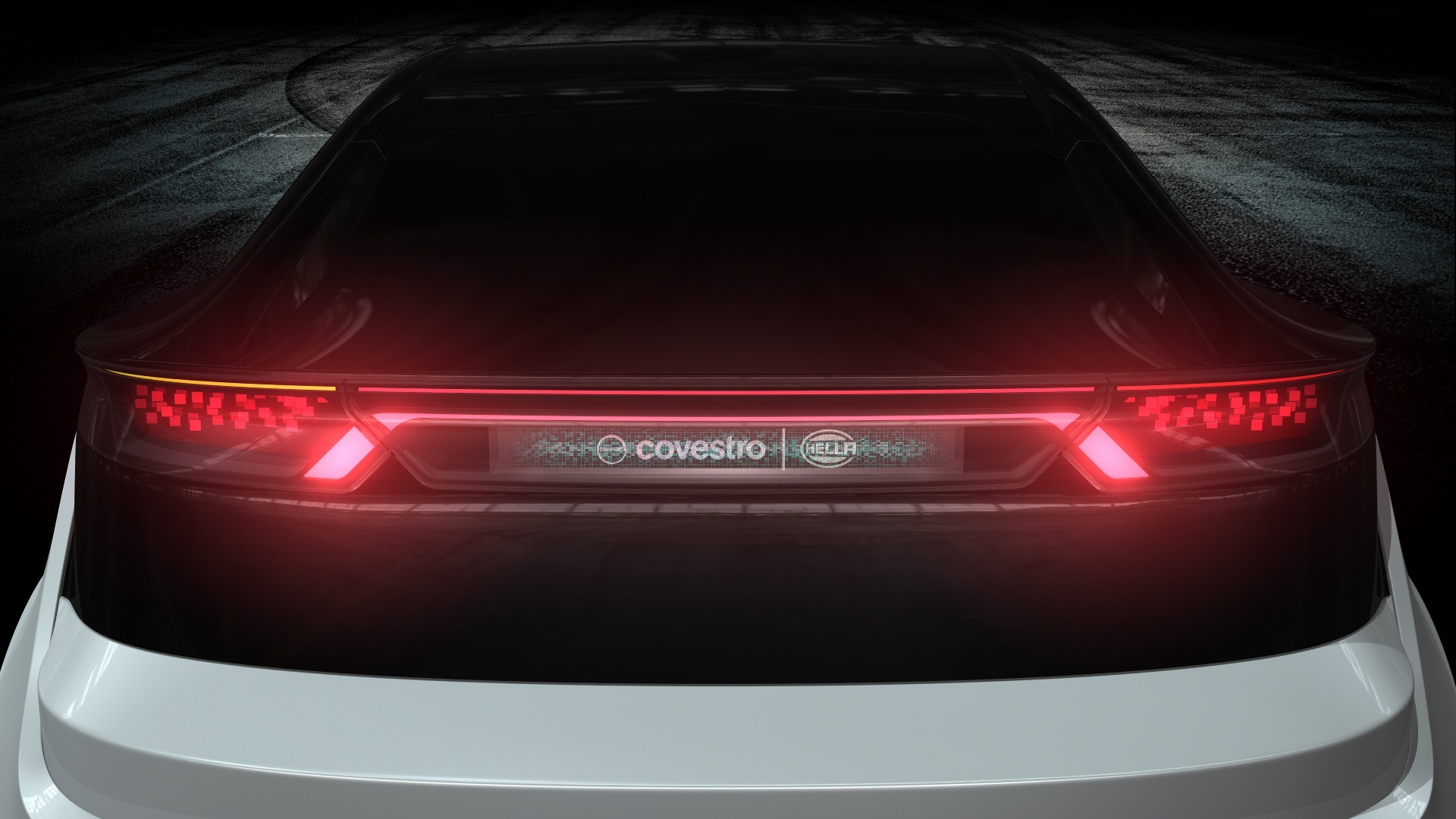 The rear lighting is equipped with holographic technology