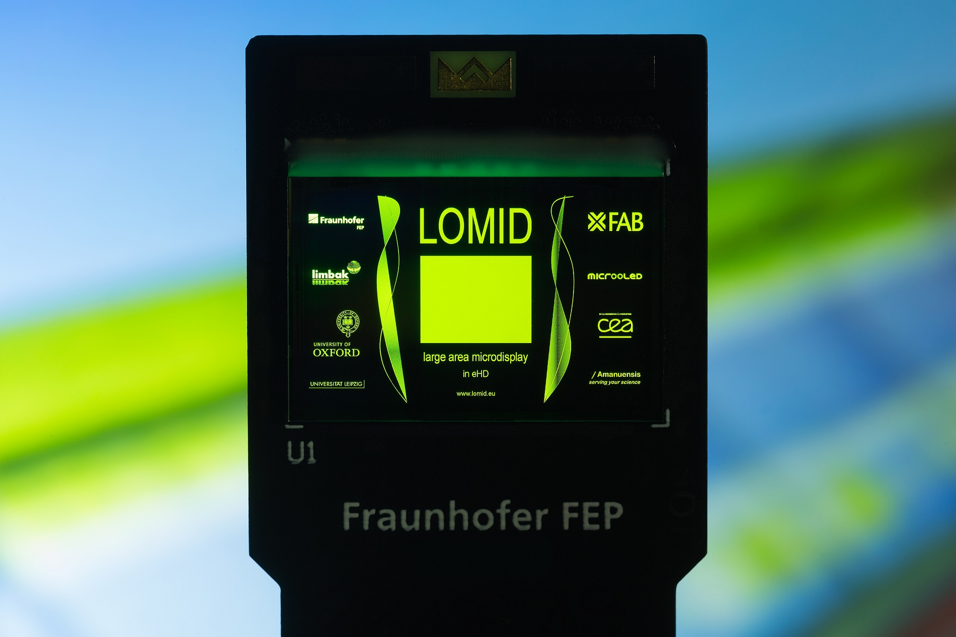 Test and qualification vehicle of the LOMID chip with a screen diagonal of 2.5cm and a resolution of 1920×1200