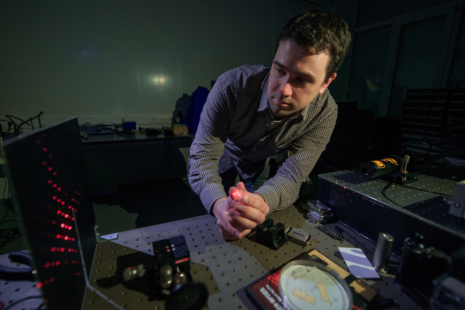 Alexey Shcherbakov demonstrates the diffraction pattern from a two-dimensional grating