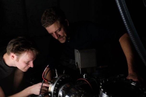 Samuel Bengtsson and Johan Mauritsson in the laser lab
