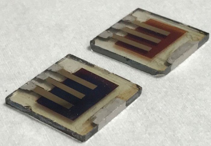 Fresh (L) and degraded (R) solar cells