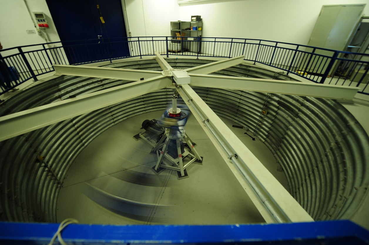 The rotating centrifuge in which the entangled photon source was accelerated to 30 times its weight