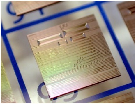 Silicon nitride chip fabricated at Ligentec with photonic circuit structures designed by VLC Photonics.