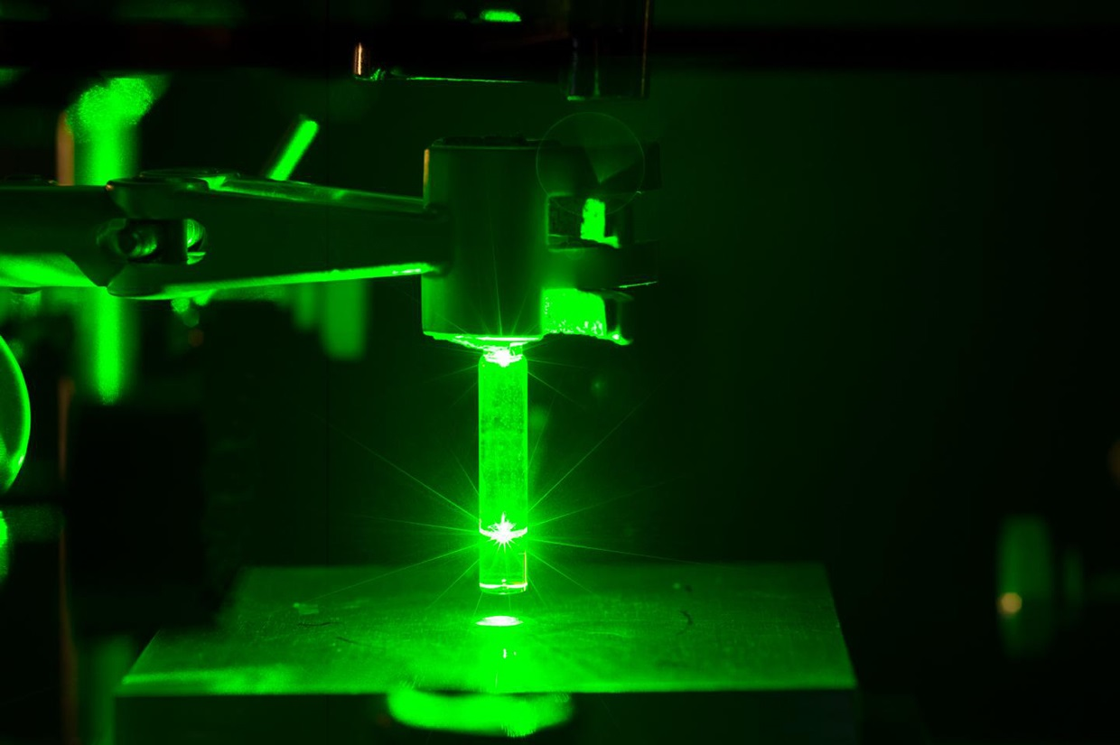 Researchers used green laser to modulated the reactivity of triazolinediones (TADs), powerful chemical coupling agents.