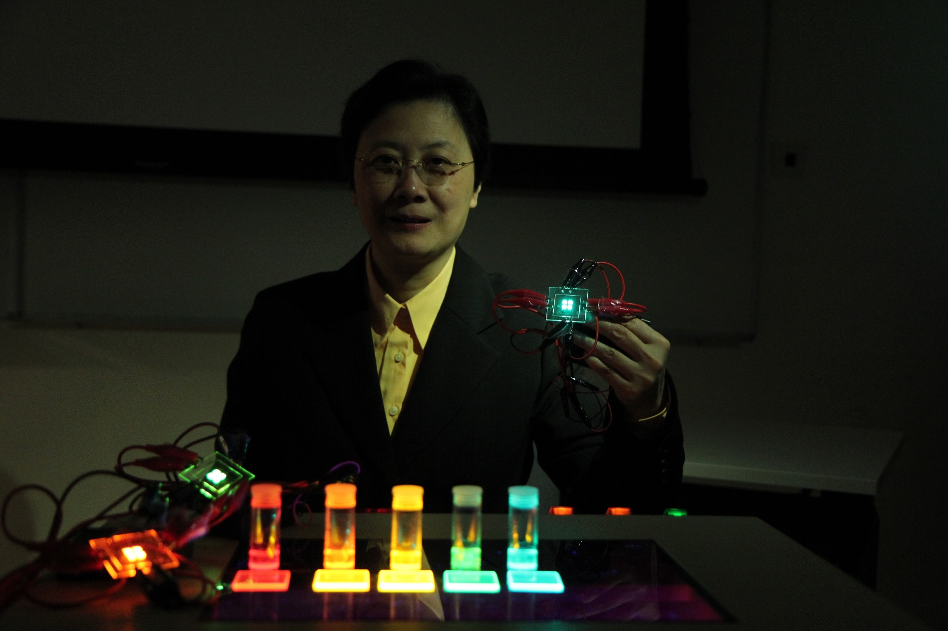 HKU Chemist Professor Vivian Yam led research generates industrial-competitive materials and technologies for Organic Light-Emitting Devices and Organic Photovoltaics